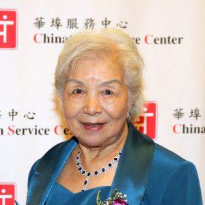 Esther Woo headshot